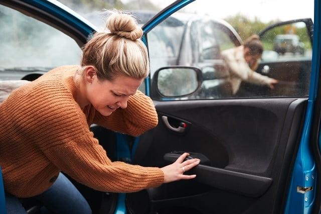 resilier assurance auto aviva